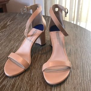 Stuart Weitzman Nearlynude Sandals in Tan